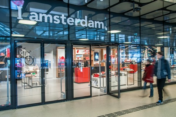 I amsterdam Store is a great first stop to pick up your I amsterdam City Card when visiting Amsterdam. You get free entry to many museums, free rides on public transportation and other discounts.